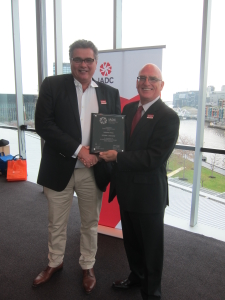 John O'Brien, Nabors PNG, receives the Onshore Winners Plaque from Derek Morrow, IADC Regional Representative, presented during the Australasia Chapter AGM held in Melbourne